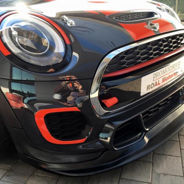 Mini John Cooper Works Challenge - Front splitter and cooling air ducts